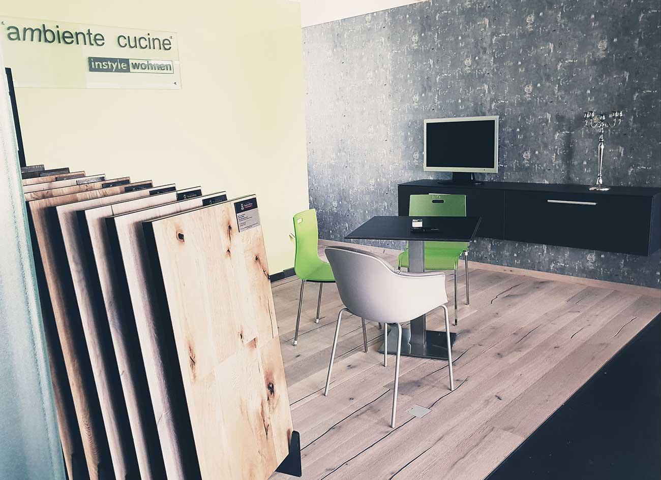 Nicht-nur-in-der-Küche,-sondern-auch-in-Wohnzimmer-braucht-man-einen-neuen-Fußboden